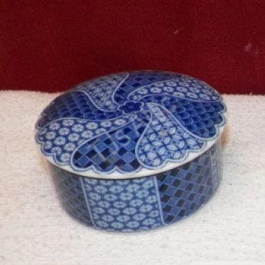 Blue Porcelain Trinket Box - Click Image to Close