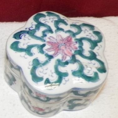 White Porcelain Trinket Box - Click Image to Close